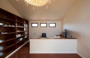 ホテルカウンターを彷彿させるおしゃれで豪華な書斎2
